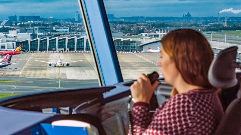 How to become an air traffic controller?